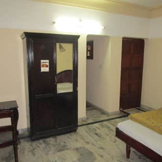 Hotel Kovalam Gateway, Beach Road,